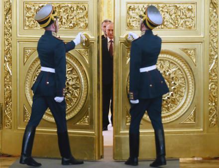 putin doors