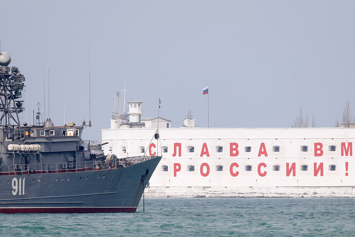 russia block harbour