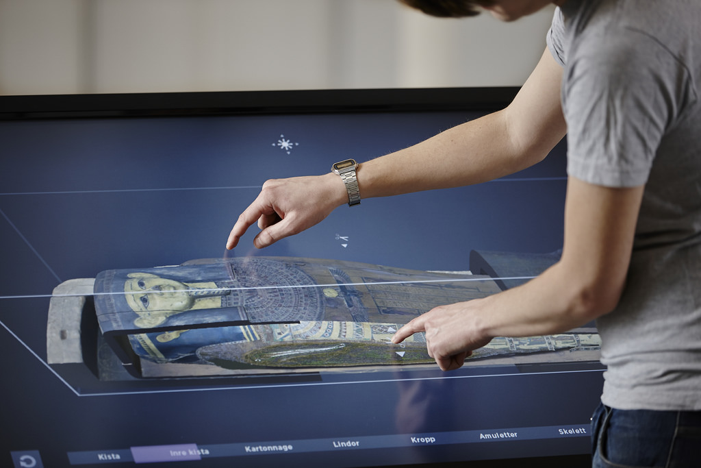 Museum visitors can now explore ancient Egyptian mummy wrappings using a virtual autopsy table