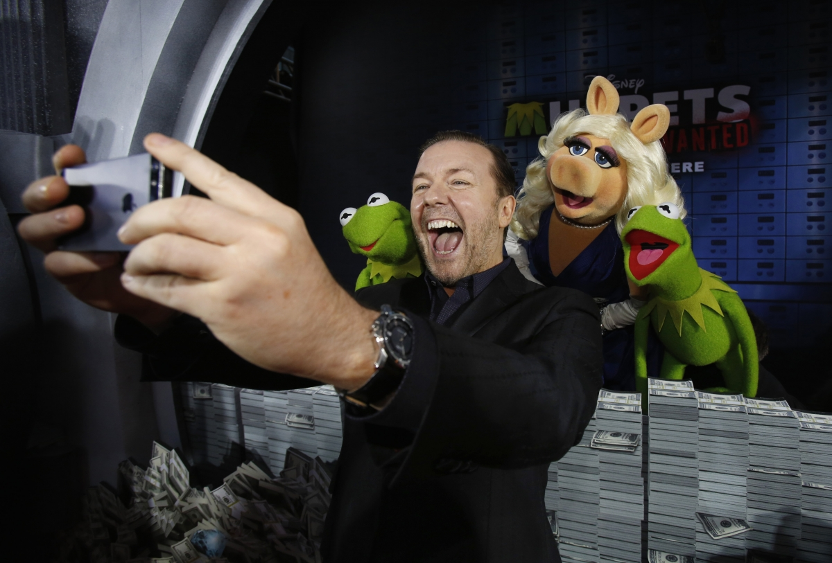 "Ricky Gervais takes a ""selfie"" at the premiere of Muppets Most Wanted movie"