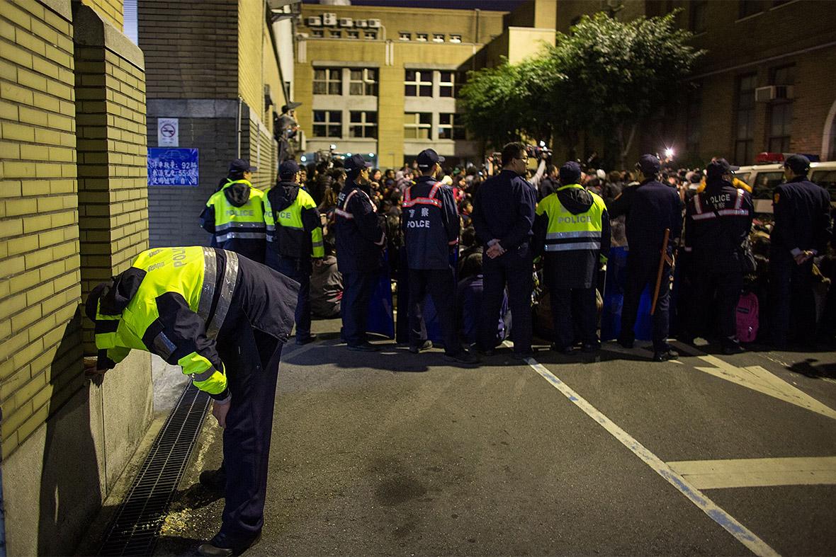 23 police vomit
