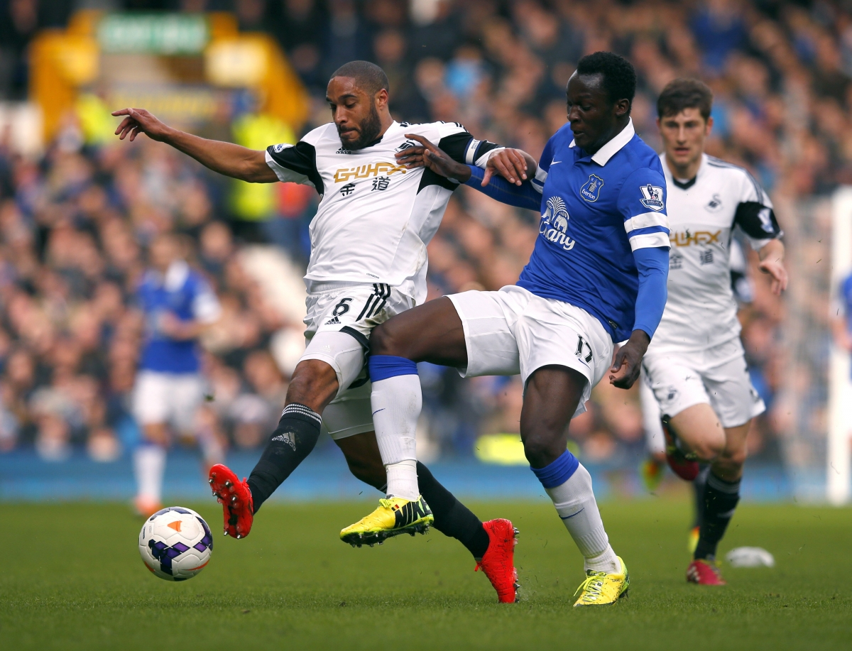 Ashley Williams and Romelu Lukaku