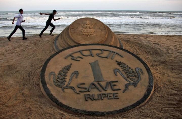 Indian Rupee Sand Sculpture