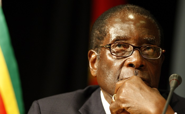 Zimbabwean President Robert Mugabe has threatened to boycott the upcoming EU-Africa summit if his wife is denied a visa.