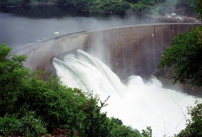 The Kariba Dam generates more than 1,300 megawatts of hydropower and serves two power stations in Zambia and Zimbabwe.