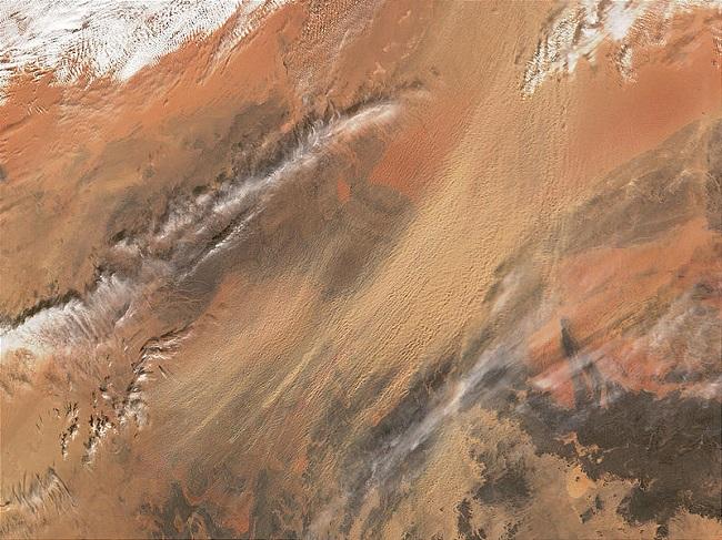 Dust storm hits UK