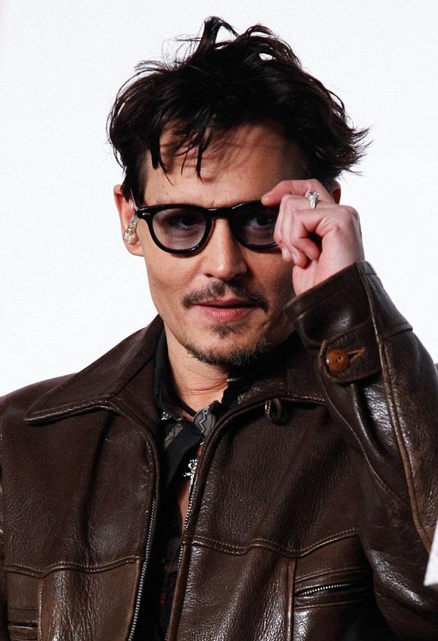 Johnny Depp Spotted Wearing Fiancee Amber Heard S Diamond