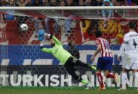 Real Madrid\'s goalkeeper Diego Lopez (L) fails to save a shot from Ateltico Madrid\'s Gabi Fernandez (unseen) during their Spanish first division soccer match at Vicente Calderon stadium in Madrid March 2, 2014.