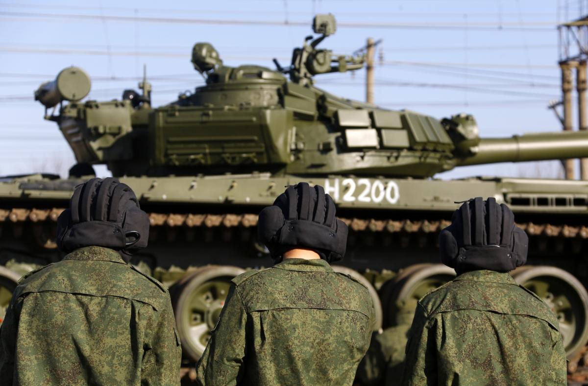 Russian tanks Crimea Ukraine Nato Troops