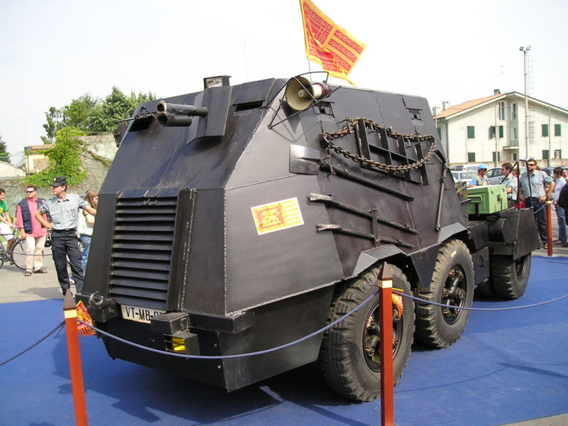 Italian Police Seize 'Tank' in Raid against Venice Separatist Cell