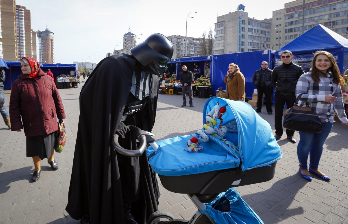 Darth Vader kissing babies