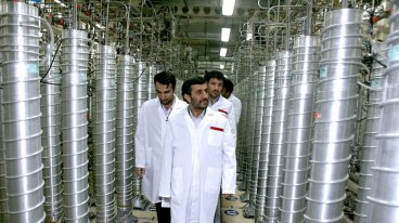 Former Iranian president Mahmoud Ahmedinejad (C) tours the Natanz uranium enrichment facility in 2008.