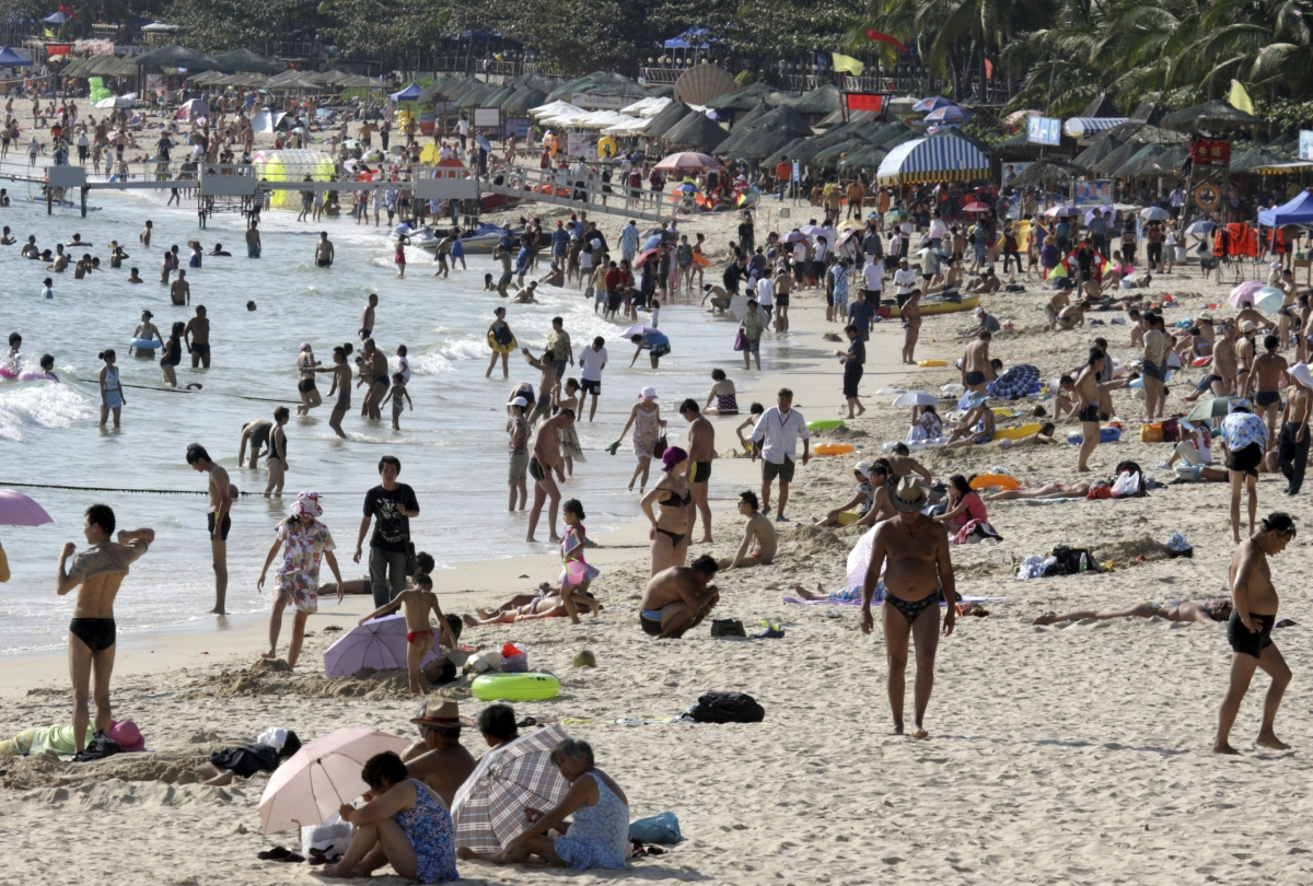 Hundreds of tourists visit Dadonghai beach in Sanya, Hainan province
