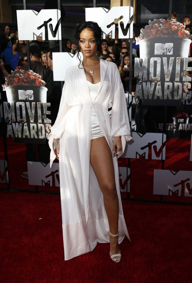 Singer Rihanna arrives at the 2014 MTV Movie Awards