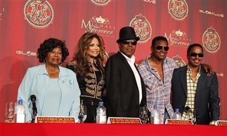 Katherine Jackson (L) with her children La Toya, Tito, Jackie and Marlon