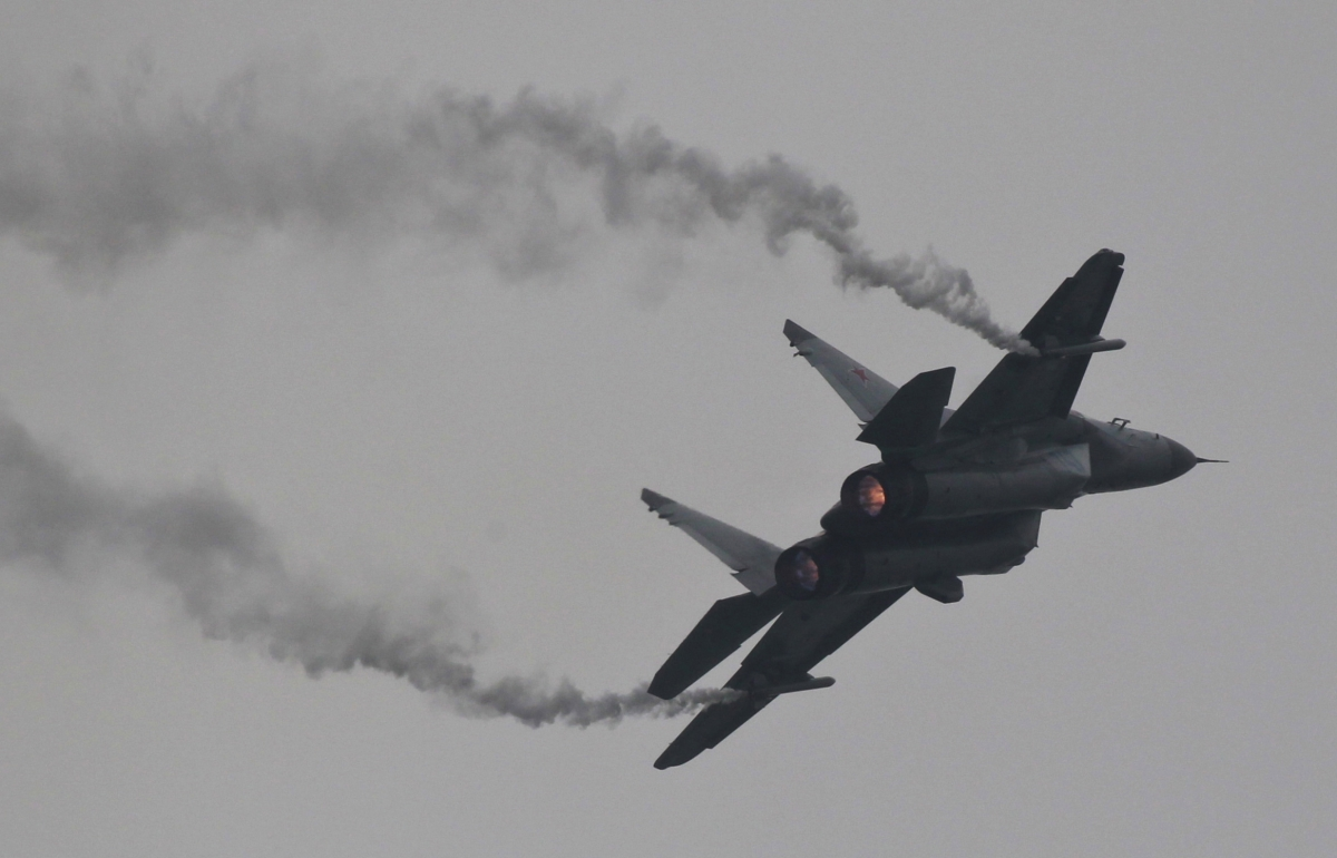 Russian Fighter Jet in 'Provocative' Close-Range Passes on US Warship