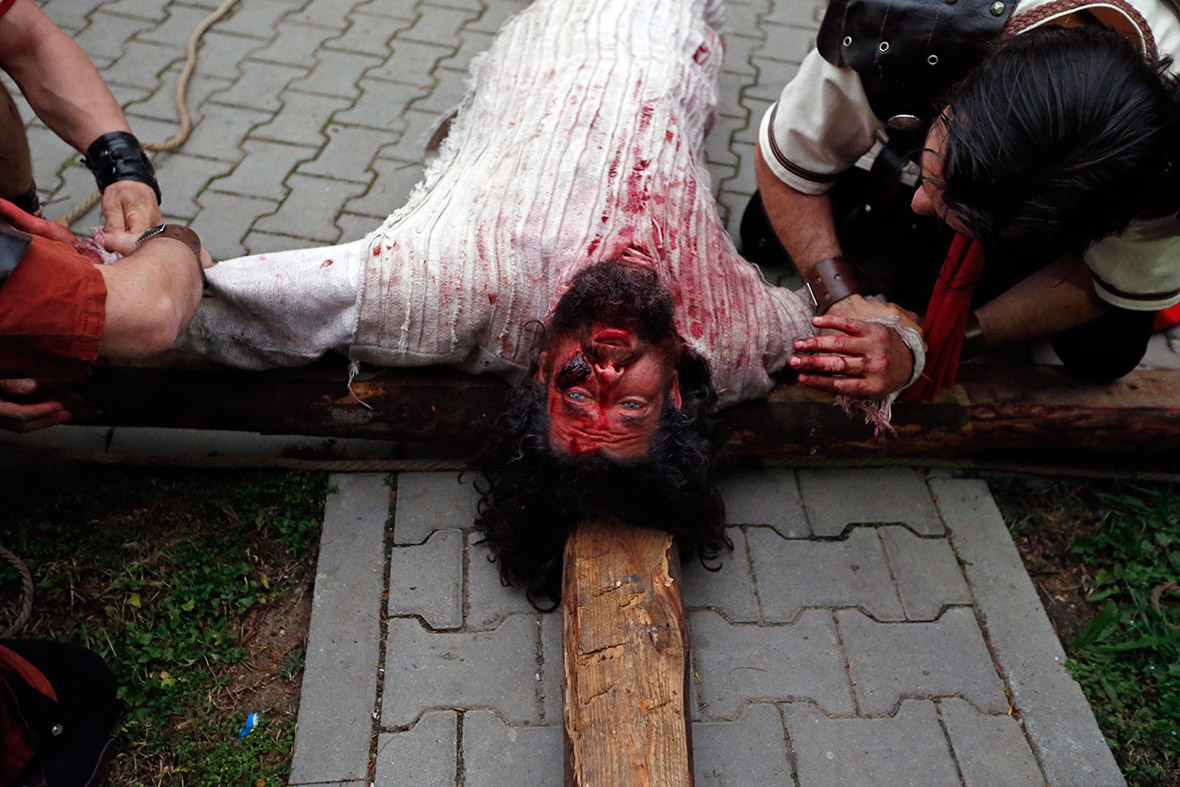 Easter Romanian Potter Re Enacts Christ S Crucifixion