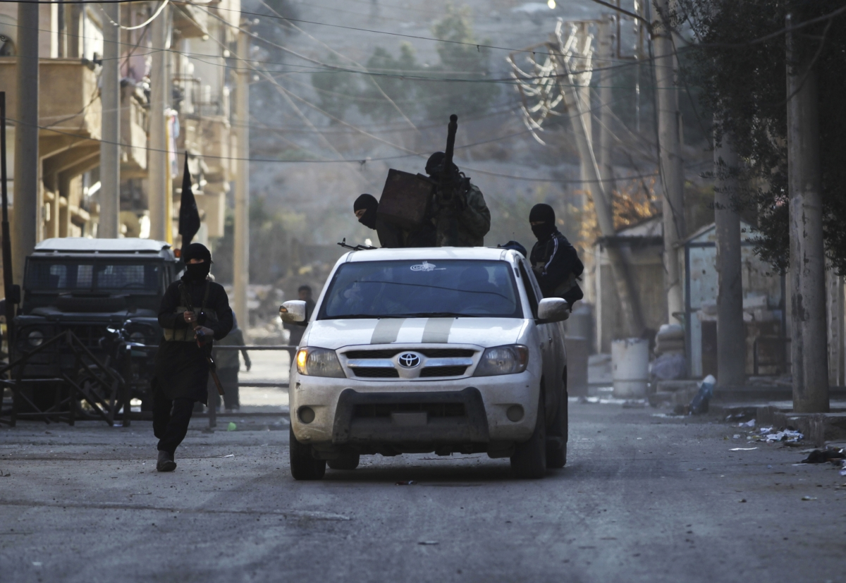 Jordanian Air Forces Destroy Syrian Rebels Convoy Attempting to Cross Border