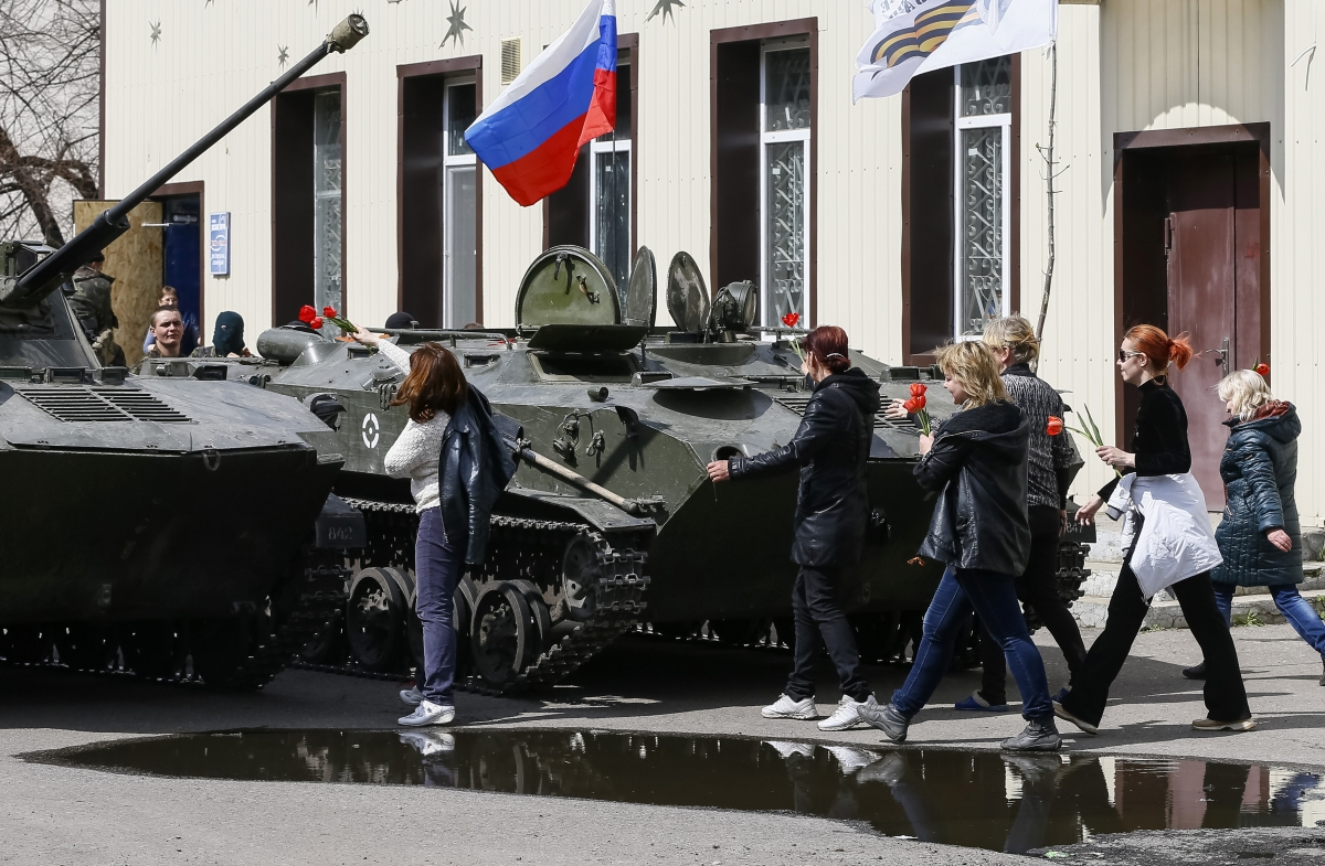 Ukraine Armoured Vehicles Pro-Russian Militia Seized Kramatorsk