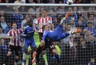 Chelsea\'s Fernando Torres attempts an overhead kick during their English Premier League soccer match against Sunderland at Stamford Bridge in London, April 19, 2014.