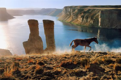 Horse and two towers at Band-e-Amir, 2002