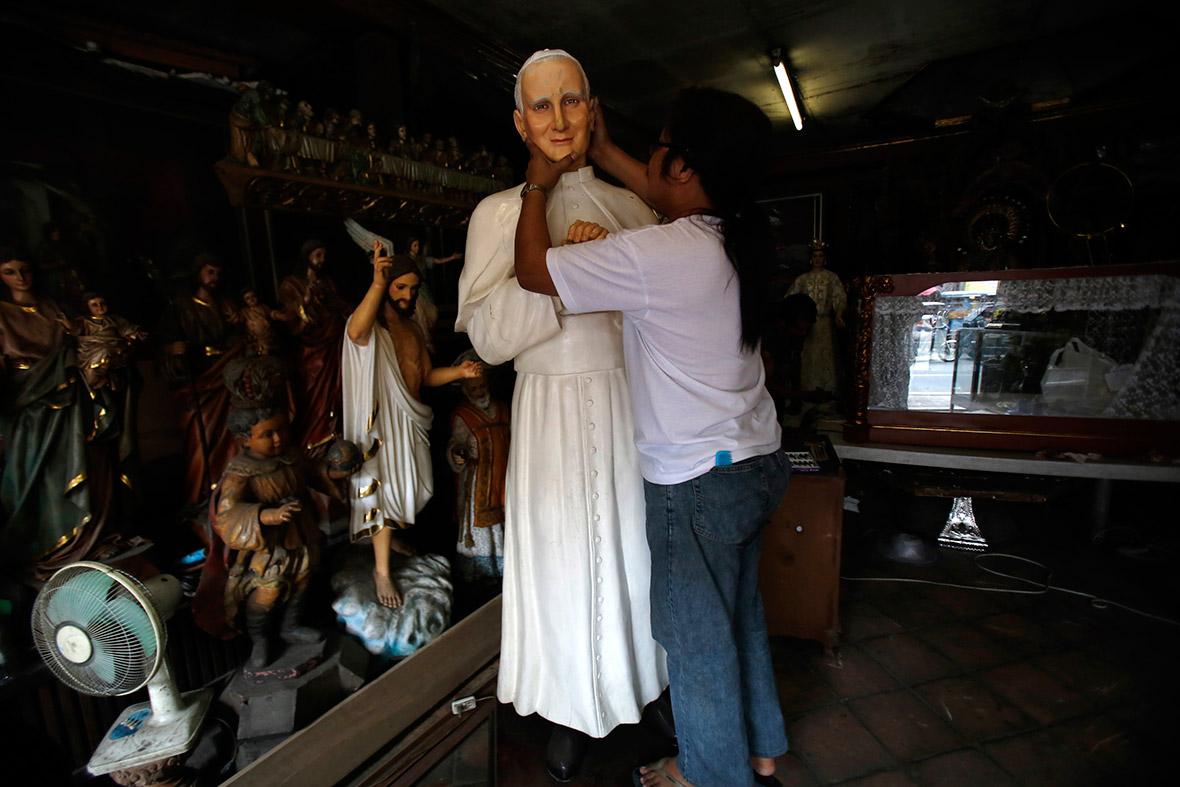 pope statue