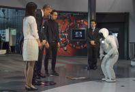 President Obama bows to Honda\'s humanoid robot ASIMO
