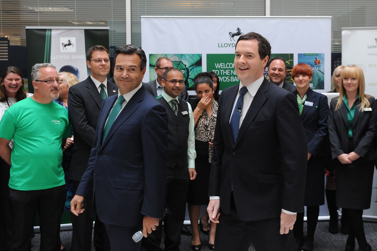 Lloyds Bonus Plan Gains Government Backing as RBS Snubbed
