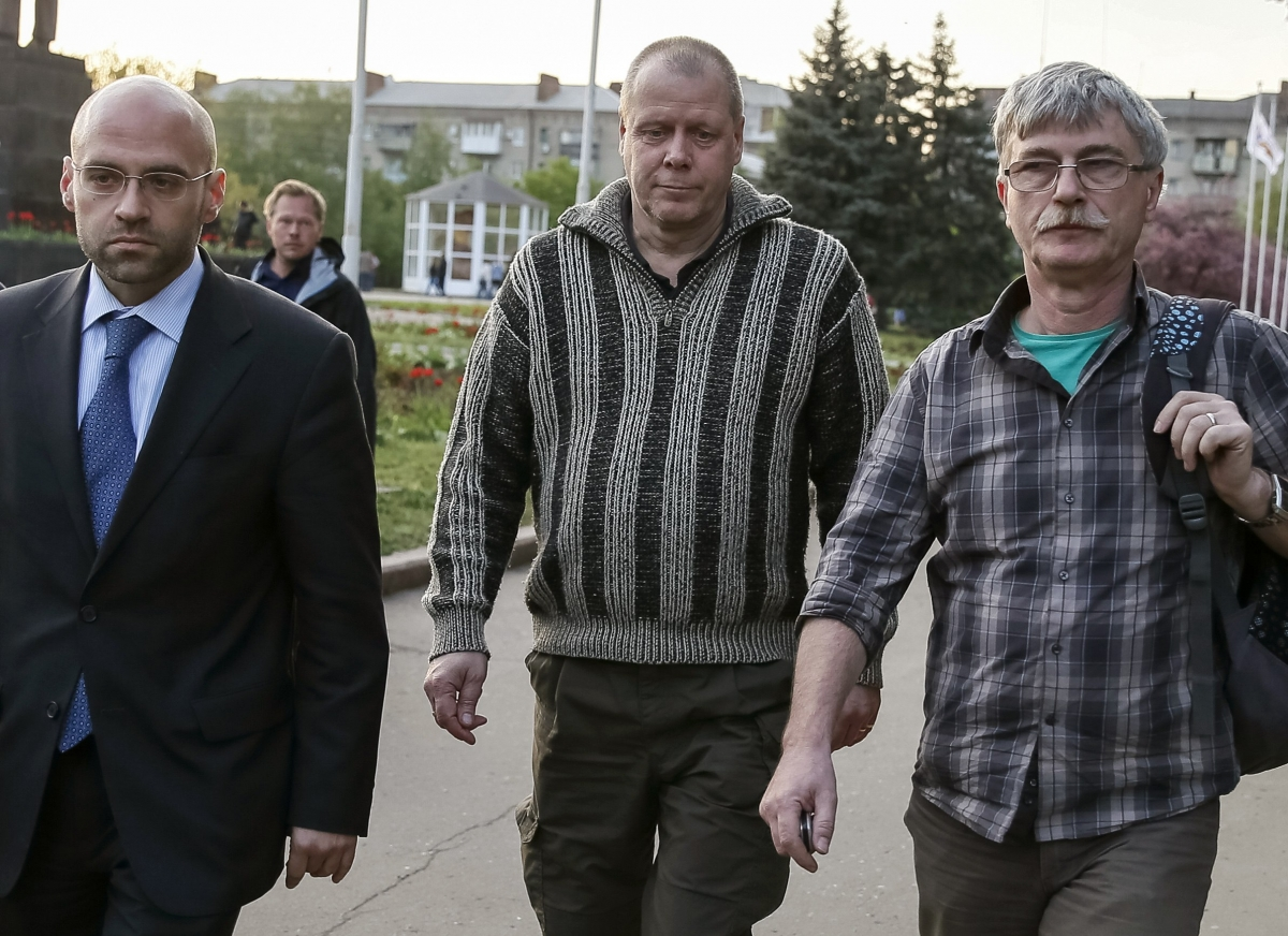 Ukraine Separatists Free Observer on Medical Grounds