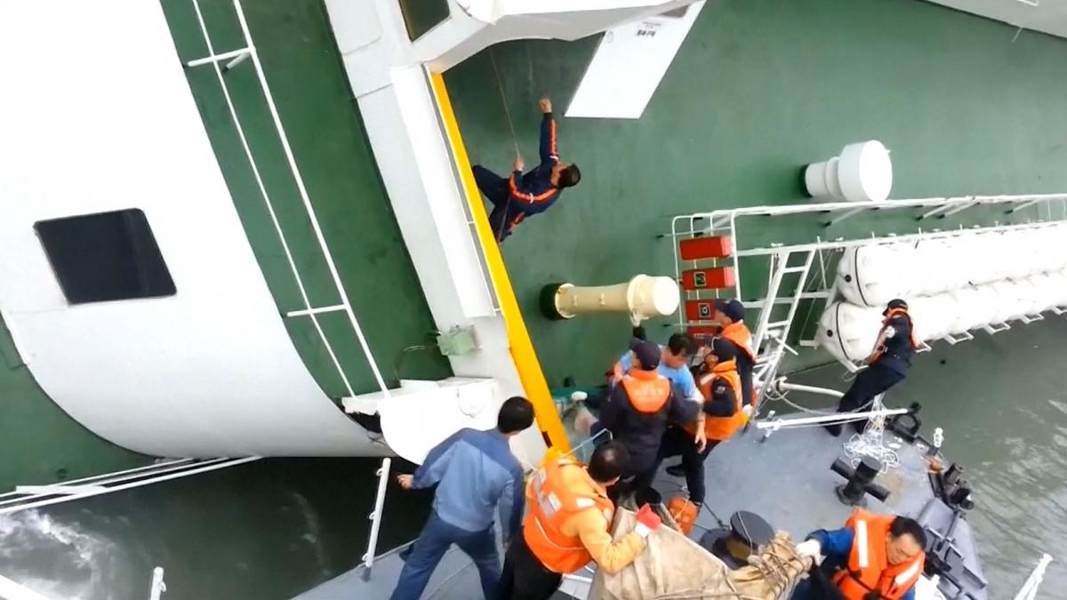 South Korean Ferry: Video Captures Captain Lee Joon Seok Abandoning Sinking Sewol