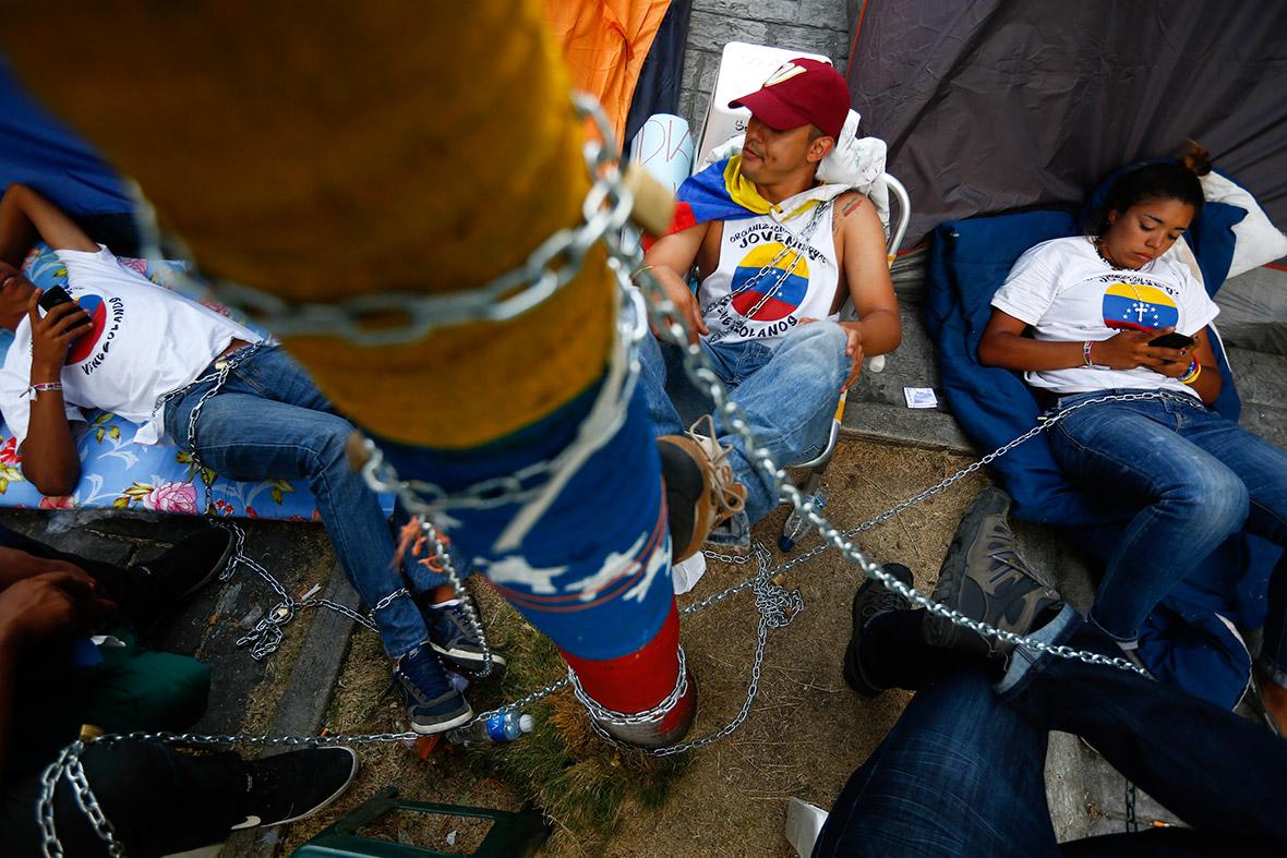 venezuela chains