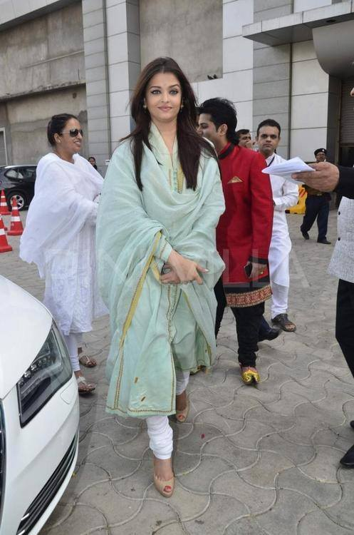 Aishwarya Rai Stuns In Sober Green Outfit And Smoky Eye Makeup