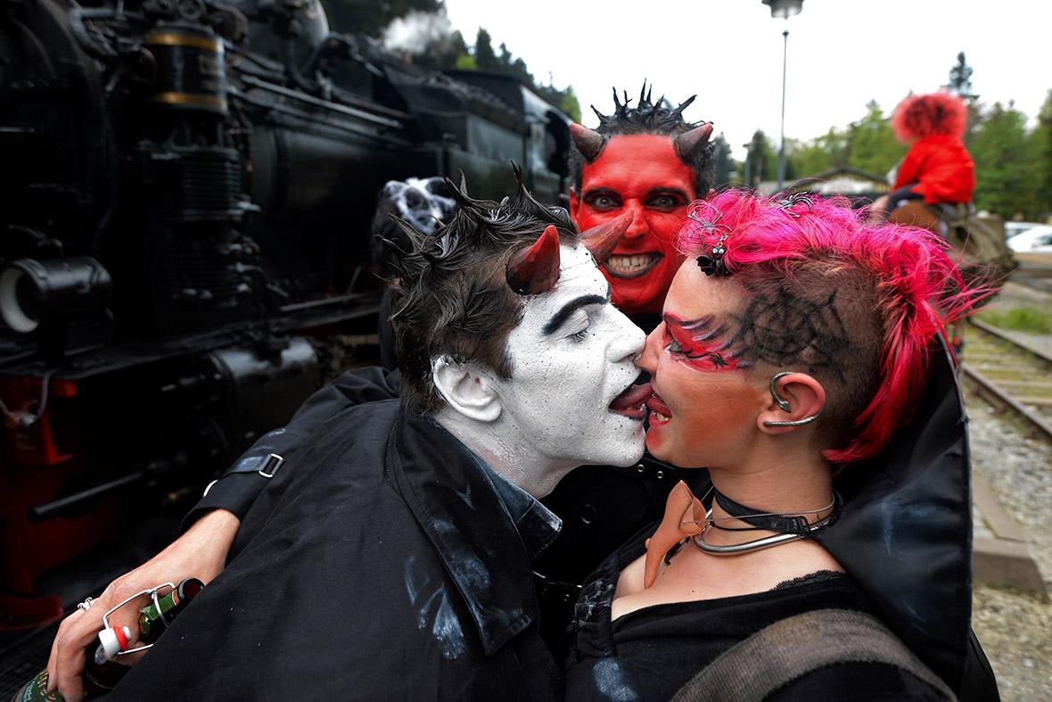 train kiss