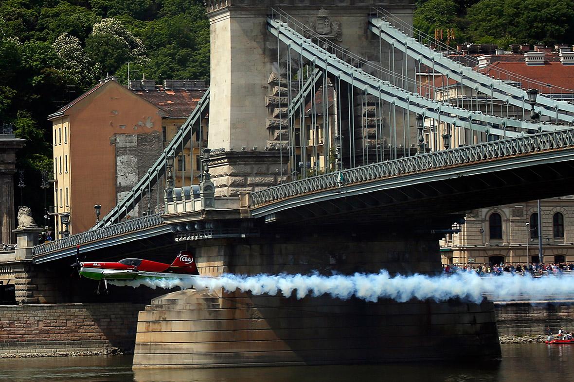 plane bridge