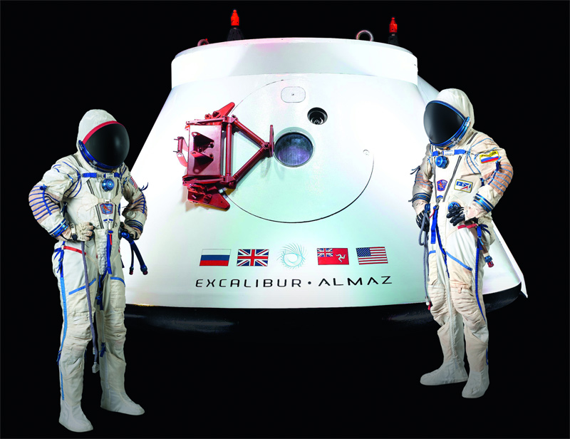 Vozvrashchayemyi Apparat (VA) space capsule and Sokol KV2 space suits
