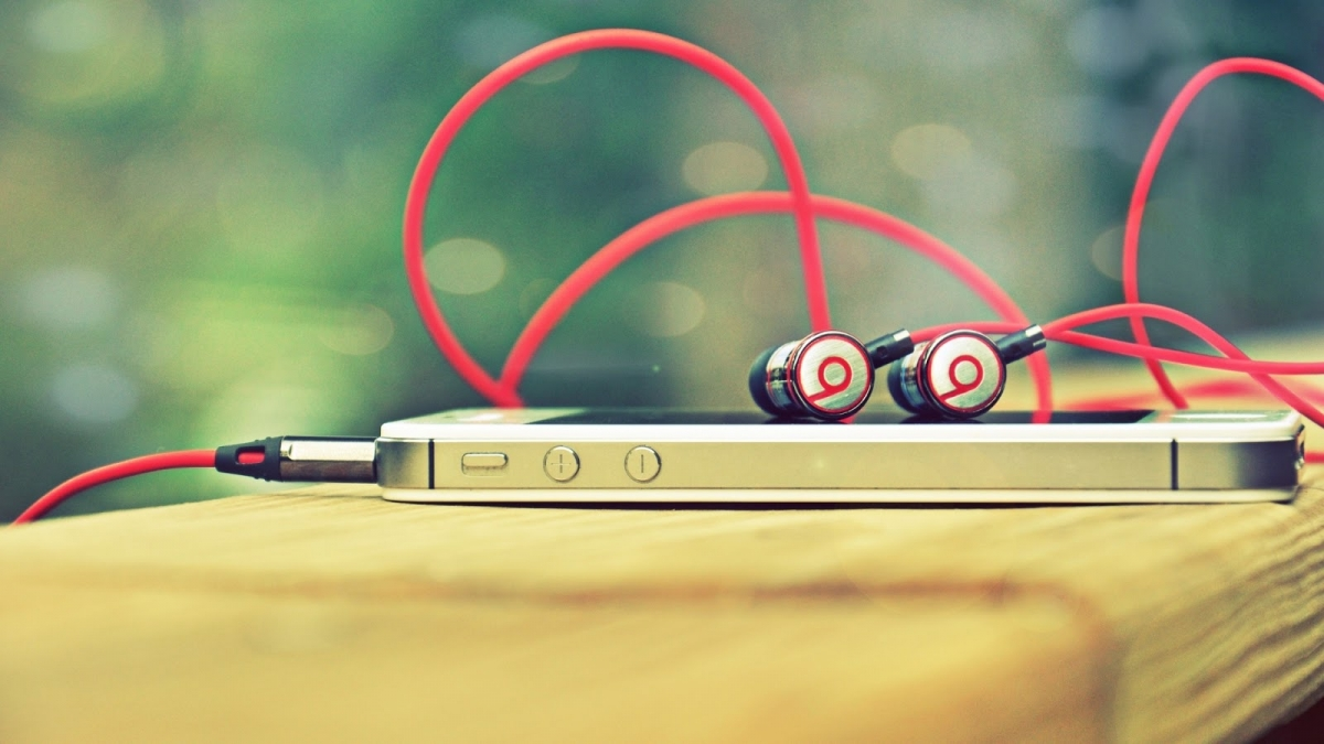 Why is Apple Paying $3.2bn for Beats Electronics?