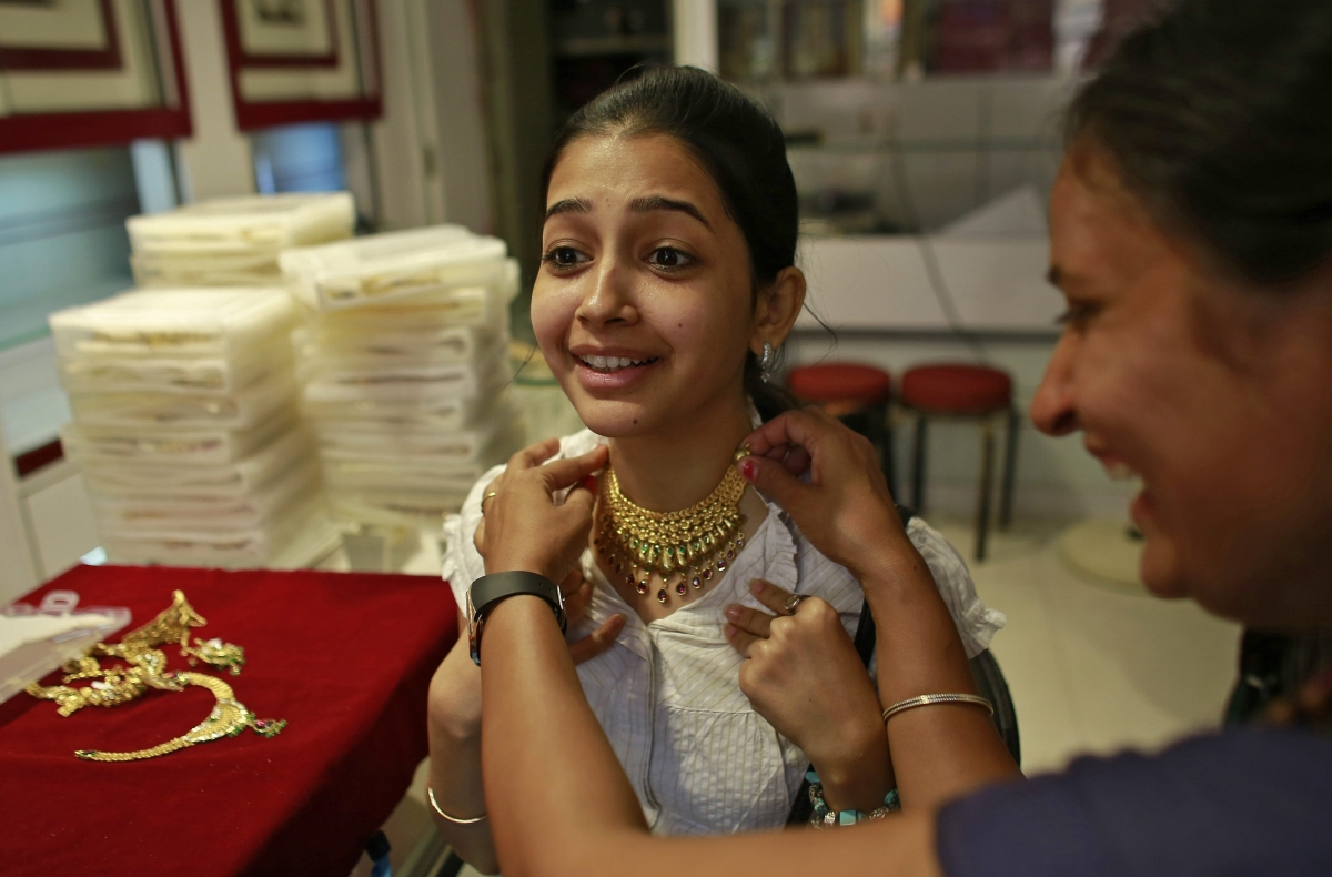 India: Gold Premiums Slip to $100 on Easing Demand