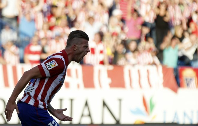 Atletico Madrid's Toby Alderweireld celebrates after scoring a goal against Malaga during their Spanish first division soccer match at Vicente Calderon stadium in Madrid May 11, 2014.