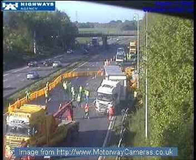 M62 closed after lorry smash