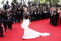 Zhang Ziyi accpets drone-delivered marriage proposal