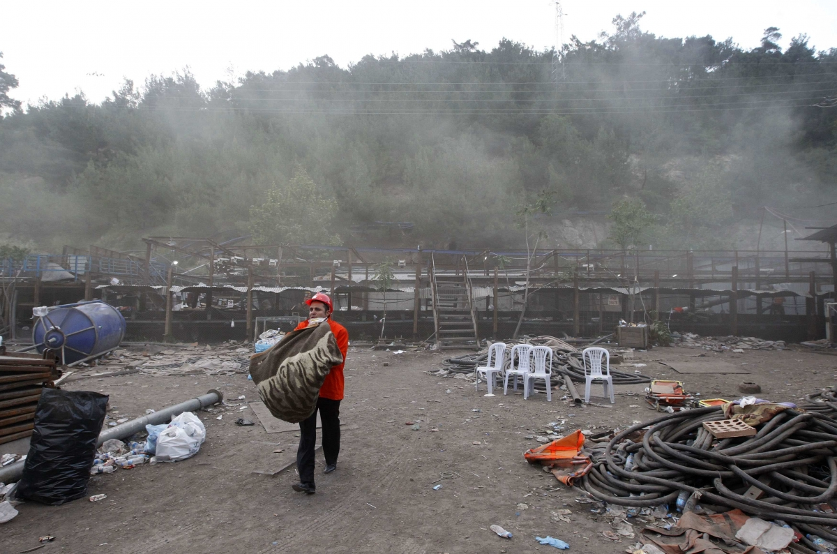Relatives of Trapped Miners Furious as Hopes Fade