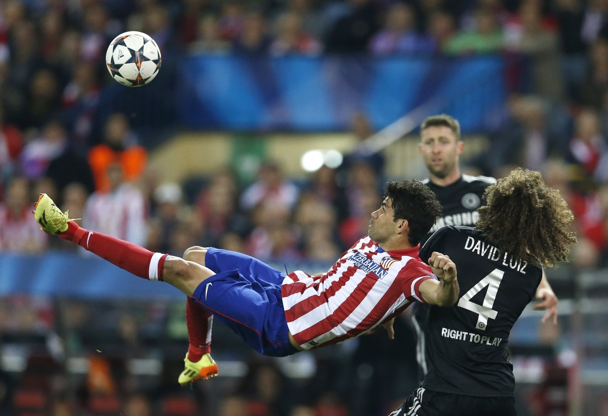 Atletico Madrid's Diego Costa lines up an overhead kick next to Chelsea's David Luiz during their Champion's League semi-final first leg soccer match at Vicente Calderon stadium in Madrid, April 22, 2014.
