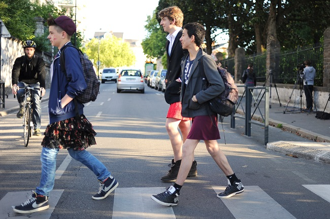 boys wearing skirts in France