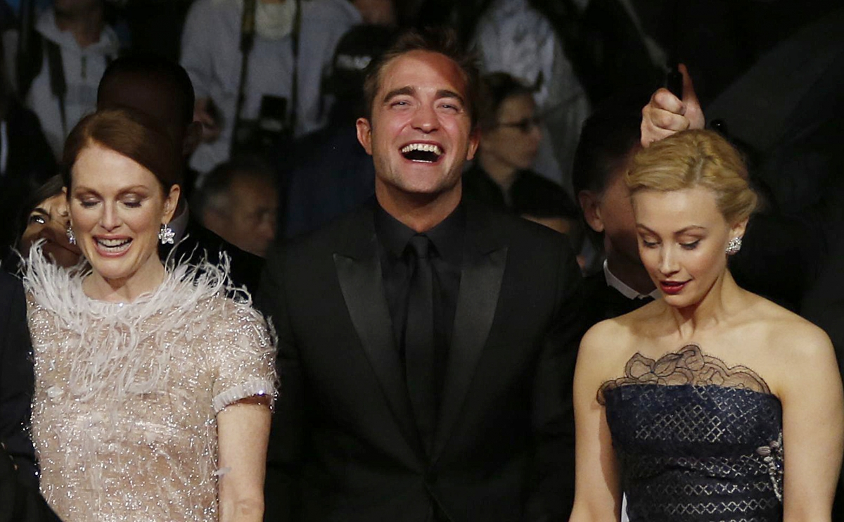 Robert Pattinson's Talks 'Sweaty' Car Sex with Julianne Moore in Map To the Stars