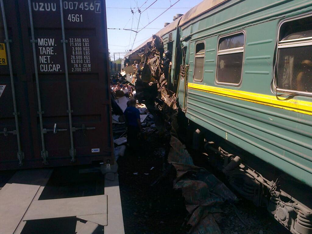 First picture showing the aftermath of the train collision near Moscow