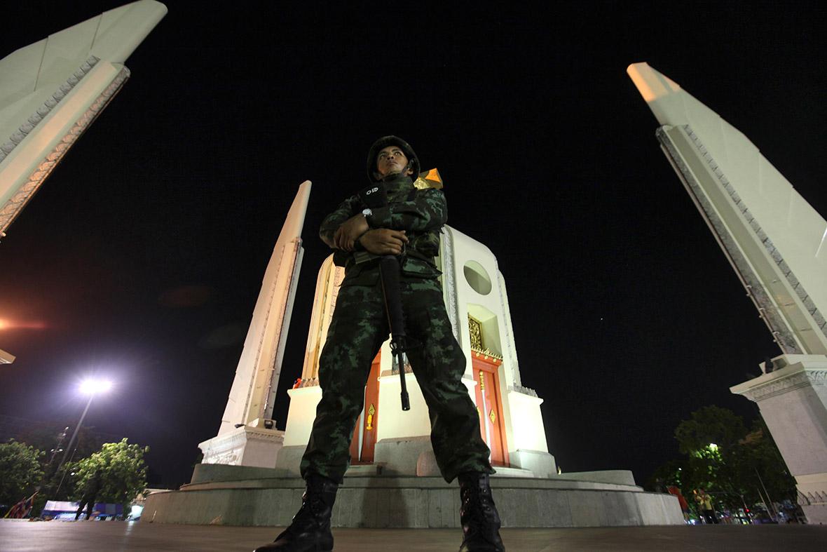 arny monument