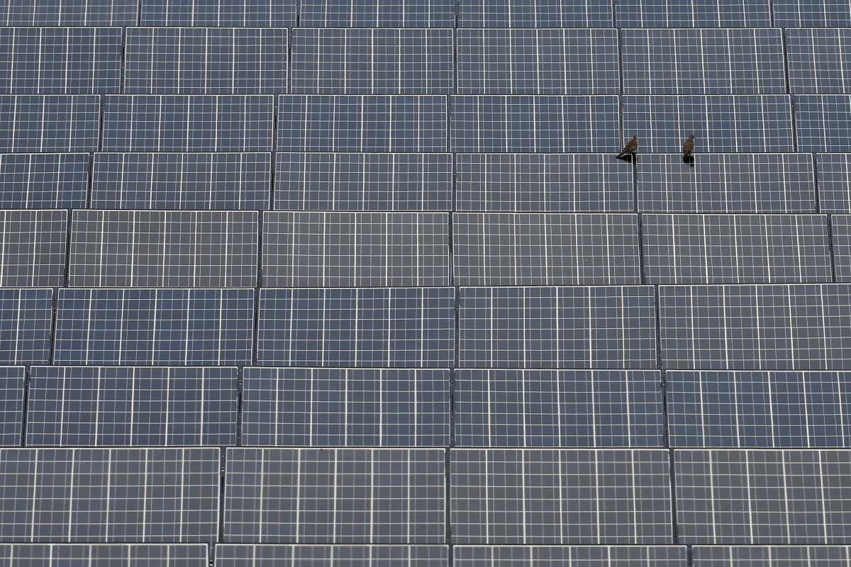 An article claiming that solar panels drain sun's energy has turned out to be a hoax.