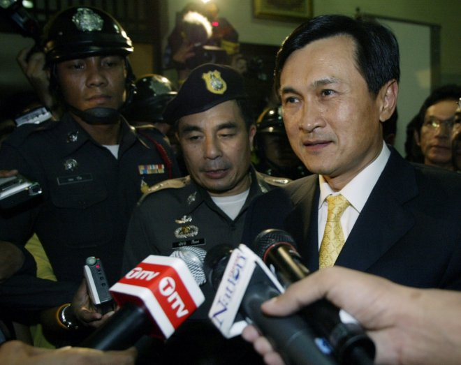 Chaturon Chaisaeng leaves the Constitution court in Bangkok May 30, 2007