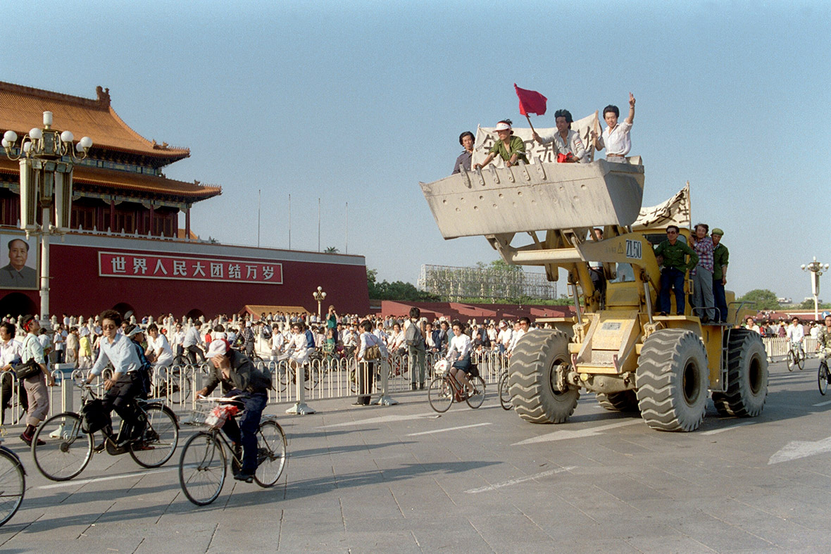 25 May 1989 Workers in a digger shout slogans as they drive in front of the Forbidden City during a rally to support the pro-democracy protest