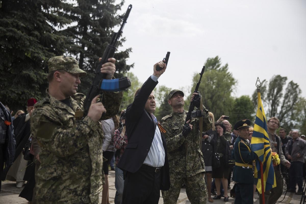 Ukraine: Slovyansk Rebel Leader Captive OSCE Observers